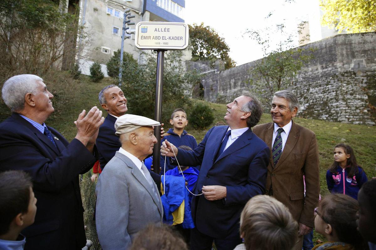 François Bayrou inaugure une « allée Abd El-Kader » Pau